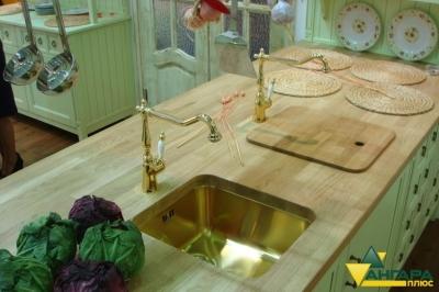 Мебельный щит из лиственницы в интерьере