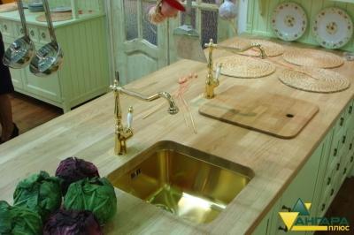 мебельный щит из сосны 40 мм в интерьере кухни