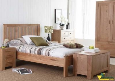 мебельный щит из сосны в интерьере спальни