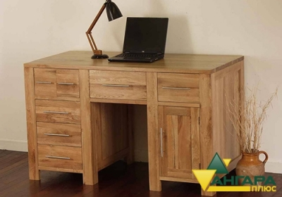 Компьютерный стол из сращенного мебельного щита