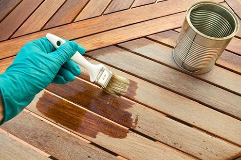 Покрытие мебели из сосны лаком