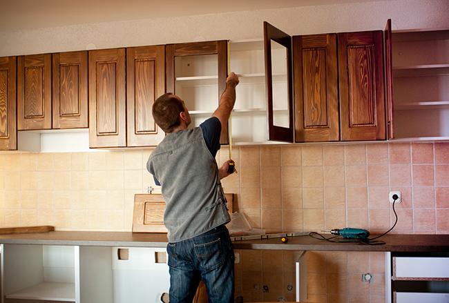 Монтаж фасадов кухни