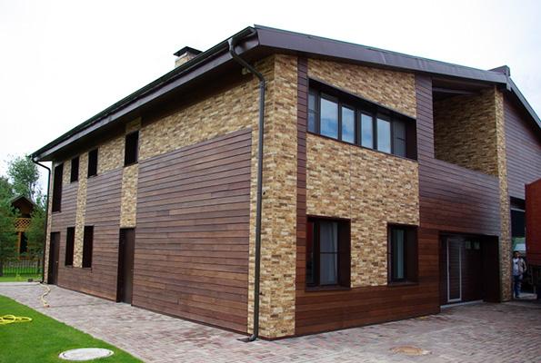 Отделка фасада дома планкеном