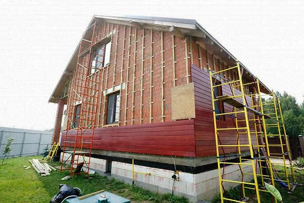 Монтаж деревянного фасада