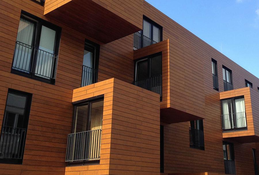 Вентилируемый фасад здания из планкена